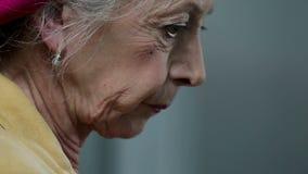 Zamyka up starej kobiety twarz zbiory wideo