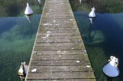 Zamyka up stary drewniany ponton na Annecy jeziorze Fotografia Royalty Free