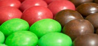 Zamyka up stos kolorowa czekolada - pokryty cukierek Zdjęcia Royalty Free