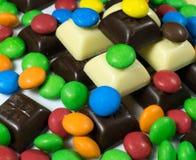 Zamyka up stos kolorowa czekolada - pokryty cukierek Fotografia Royalty Free