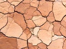Zamyka up suchy krakingowy błoto na gorącym dniu Fotografia Stock