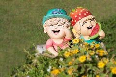 zamyka up, Szczęśliwe lale w ogródzie Obrazy Royalty Free