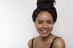 Zamyka up uśmiechnięta amerykanin afrykańskiego pochodzenia kobieta Zdjęcie Royalty Free