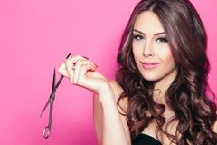 Kobieta chwyta nożyce Fotografia Stock