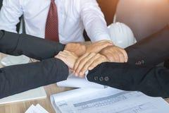 Zamyka Up wpólnie, pierścionek ręki pracy zespołowe, ludzie biznesu ręk Fotografia Royalty Free