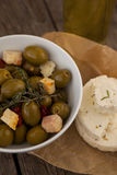 Zamyka up zielone oliwki z serem na wosku papierze Obrazy Royalty Free