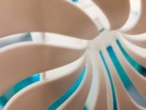 zamyka w górę makro- tekstury biel spirala z błękitny unikalnym zdjęcia stock