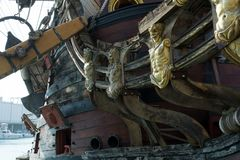 Zamyka W górę łęku Antyczny pirat Galeon fotografia stock