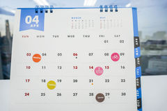 Zamyka w górę aktywność, spotkania i spotkania na Kwietnia kalendarzu, zdjęcia stock