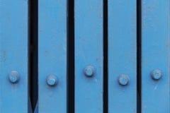 Zamyka w górę błękita żelaza falcowania drzwi przy sklepu przodem Fotografia Royalty Free