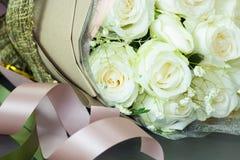 Zamyka w górę bukieta świeże róże, selekcyjna ostrość Zdjęcia Stock