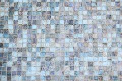 Zamyka w górę dachówkowej podłogi pod wodą, kwadrata dachówkowy Błękitny brzmienie dla tła zdjęcia stock