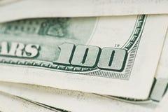 Zamyka w górę 100 dolarów amerykańskich rachunków Fotografia Stock