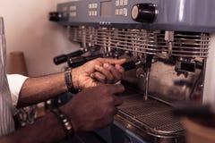 Zamyka w górę fachowej kawowej maszyny fotografia stock