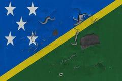 Zamyka w górę grungy, uszkadzający i wietrzeć Solomon wyspy zaznaczają na ścianie struga daleko farbę widzieć wśrodku powierzchni zdjęcia royalty free