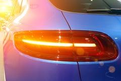 Zamyka w górę i taillights premii SUV skrzyżowania tyły dobra błękitny widok obrazy stock