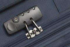 Zamyka w górę kędziorka błękitnego suitcage z copyspace zdjęcia royalty free