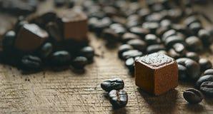Zamyka w górę kawy i coco piłki Zdjęcie Royalty Free