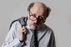 Zamyka w górę kierowniczego portreta łysy 60s starszy biznesowy mężczyzna smutny i d fotografia royalty free