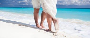 Zamyka w górę męskich i żeńskich cieków na piasku Zdjęcie Royalty Free