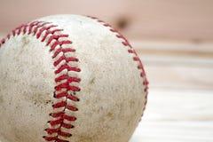 Zamyka w górę makro- widoku szwy na używać baseballu Fotografia Royalty Free