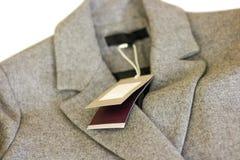 Zamyka w górę metki popielaty wełna żakiet Odziewa, odzież i moda Obrazy Stock