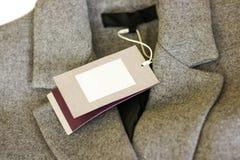 Zamyka w górę metki popielaty wełna żakiet Odziewa, odzież i moda Zdjęcia Stock