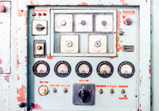 Zamyka w górę Nieociosanego pulpitu operatora stara maszyna, grunge przedmiot Obrazy Stock