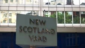 Zamyka w górę Nowego Scotland Yard znaka, Londyn zbiory