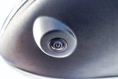 Zamyka w górę obwódka widoku 360 stopni kamera systemu w samochodowym lustrze Parking samochodu i asystenta pomocy systemy zdjęcie royalty free