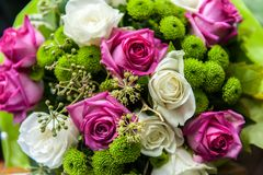 Zamyka w górę pięknego bukieta róże fotografia stock