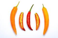 Zamyka w górę pokrojonego czerwieni i pomarańcze chili pieprzu bielu odizolowywającego Zdjęcia Stock