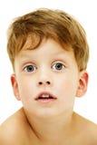 Zamyka w górę portreta śliczna chłopiec na bielu fotografia stock