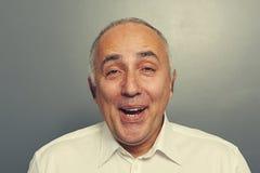 Zamyka w górę portreta śmieszny roześmiany mężczyzna fotografia stock