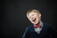 Zamyka w górę portreta młoda uśmiechnięta śliczna chłopiec Fotografia Stock