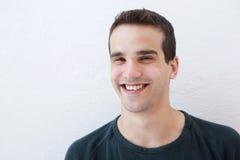 Zamyka w górę portreta młody łaciński mężczyzna ono uśmiecha się zdjęcia stock