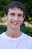 Zamyka w górę portreta młody uśmiechnięty śliczny nastolatek Obraz Stock