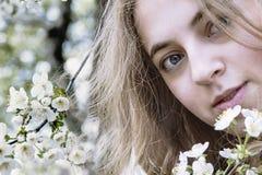 Zamyka w górę portreta piękna młoda dziewczyna, zbliżenia portret Obrazy Stock