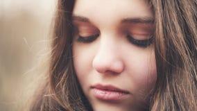 Zamyka w górę portreta smutna młoda dziewczyna fotografia royalty free