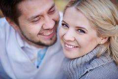Zamyka w górę portreta szczęśliwa uśmiechnięta para w miłości Obrazy Royalty Free