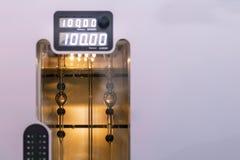 Zamyka w górę próbnej tubki nowoczesna technologia, automatyczny analiza tester sprawdza przyrząd w lab dla dla własności i obrazy royalty free