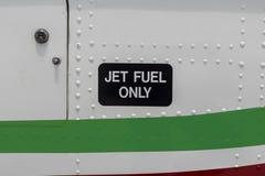 Zamyka w górę samolotu paliwa samolotowego etykietki tylko obraz stock