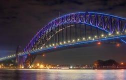 Zamyka w górę schronienie mosta Sydney wysoce iluminujący z różowym ligh zdjęcie royalty free