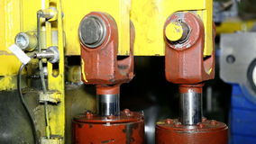 Zamyka w górę strzału ciężkiego fabrycznego maszynowego narzędzia przy pracą zbiory wideo