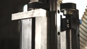 Zamyka w górę strzału cnc maszyna przyrząd pracy za pomocą program kontrola zbiory