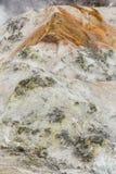 Zamyka w górę szczegółu Noboribetsu Jigokudani piekła dolina: Wulkan dolina dostać swój imię od sulfuric odoru zdjęcia royalty free