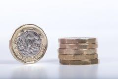 Zamyka w górę szczegółu nowy jeden Brytyjski funtowa moneta Obraz Stock