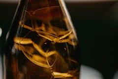 Zamyka w górę szczegółu piwna butelka fotografia royalty free