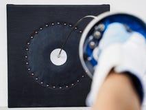 Zamyka w górę szermierczego kordzika uderza cel Bramkowy położenie i SMAR obraz stock