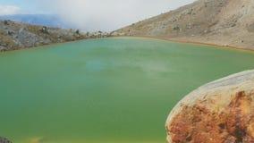 Zamyka w górę szmaragdowego jeziora na tongariro skrzyżowaniu zdjęcie wideo